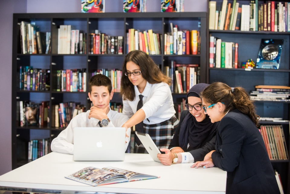 Quality Private High School English Education Right in Your Own Backyard | Laval Families Magazine | Laval's Family Life Magazine